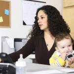 MTI: A fiatal anyák 2014-ben az anyáknak járó támogatások mellett is dolgozhatnak és tanulhatnak