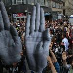Több százan tiltakoztak a kormány civilek elleni támadása miatt