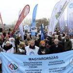 """Magyar tanárok az oktatási """"reformok"""" ellen tüntettek"""