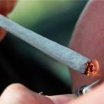 Magyar fiatalembert drogterjesztéssel vádolnak, amiért megosztotta füves cigijét egy barátjával