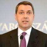 Kemény adok-kapok a Hír TV tudósítója és Lázár János között a miniszteri sajtótájékoztatón