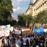 A szavak ideje lejárt, jöhetnek a tettek – tüntettek a szociális dolgozók