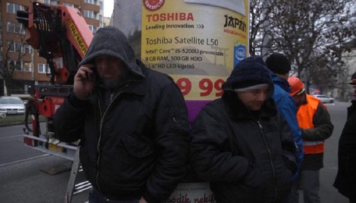 Simicska, Mahir, hirdetőoszlop