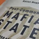 Angolul is megjelent Magyar Bálint A posztkommunista maffiaállam című könyve