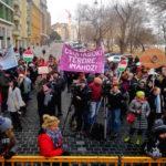 """""""Magyarország ellensége nem Európa, hanem a saját miniszterelnöke"""" – megint kifütyülte Orbánt az Együtt"""