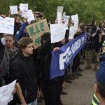 """""""Minősíthetetlen, hogy egy állam így bánjék emberekkel, gyerekekkel"""" – tüntetés a kormányzati menekültpolitika ellen"""
