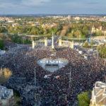 """""""A szabadság a legjobb dolog a világon"""" – tízezrek tüntettek a civilekért"""