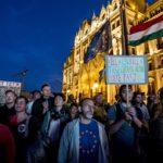 Többezres kormányellenes tüntetés a Kossuth téren – az Abcúg írása