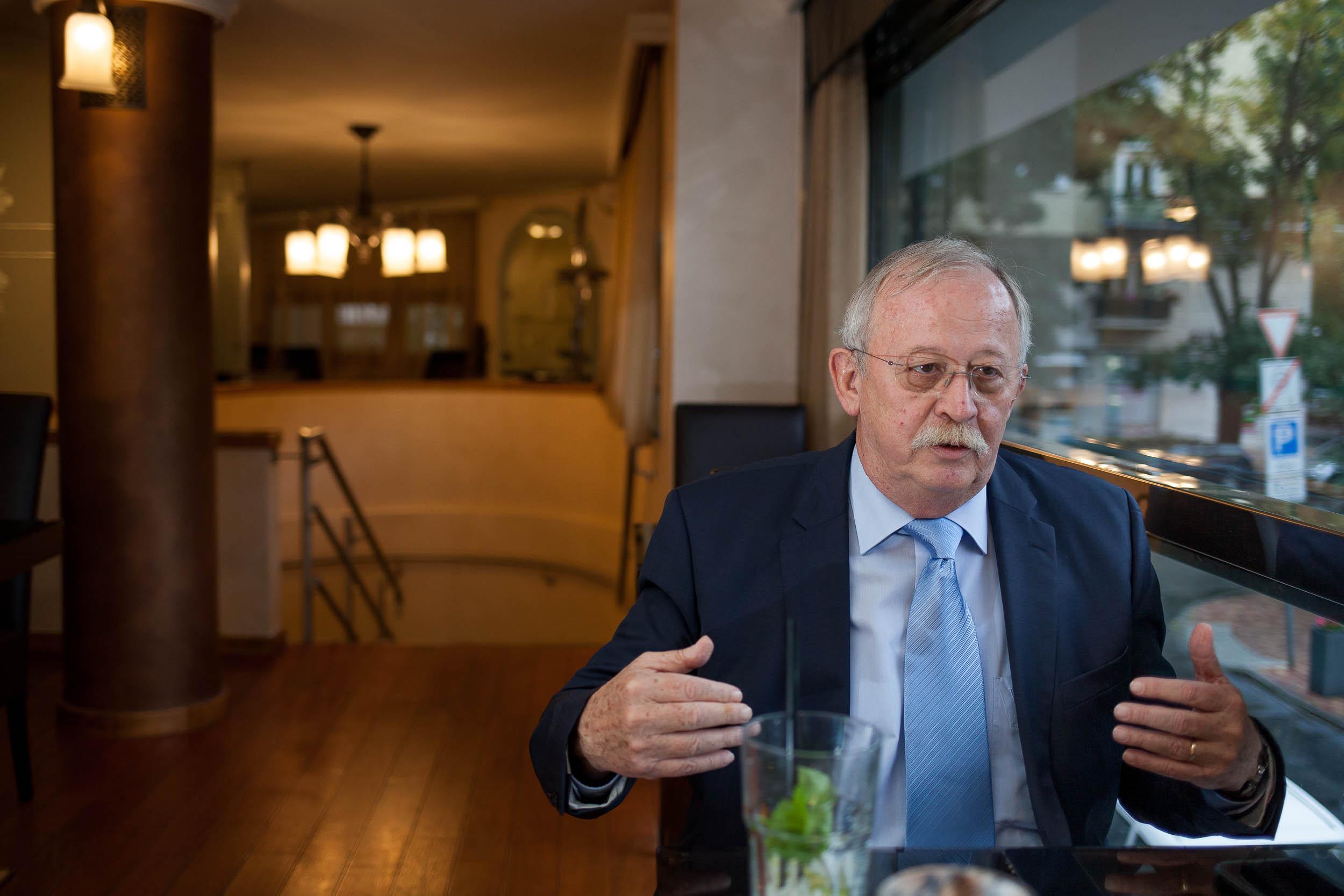 Az MSZP feltartotta a kezét, és a megszűnés útjára lépett – interjú Kuncze Gáborral 2