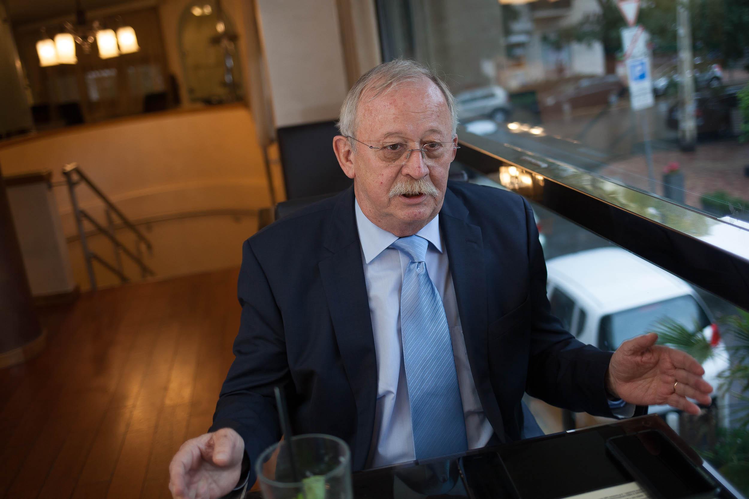 Az MSZP feltartotta a kezét, és a megszűnés útjára lépett – interjú Kuncze Gáborral 6