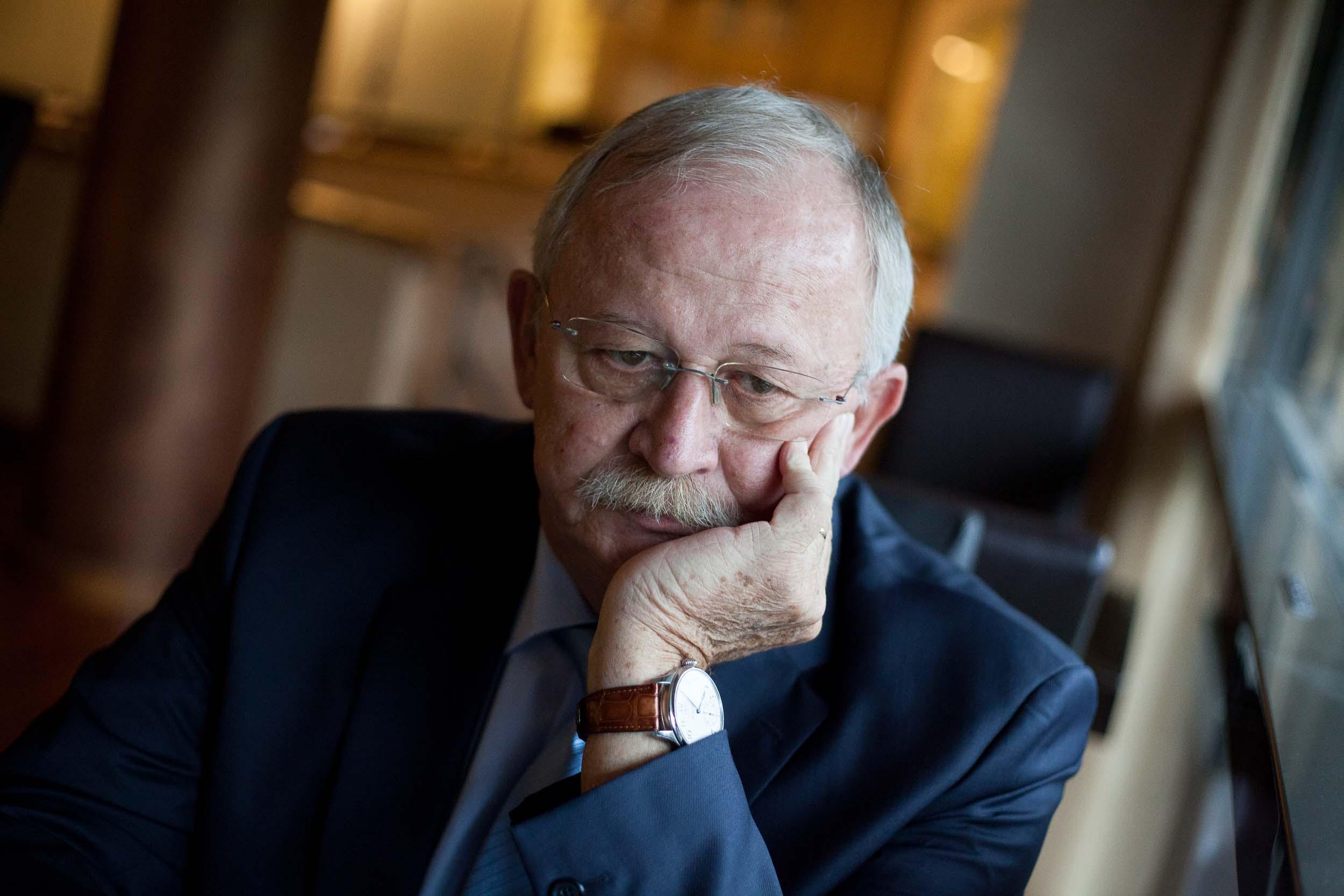 Az MSZP feltartotta a kezét, és a megszűnés útjára lépett – interjú Kuncze Gáborral
