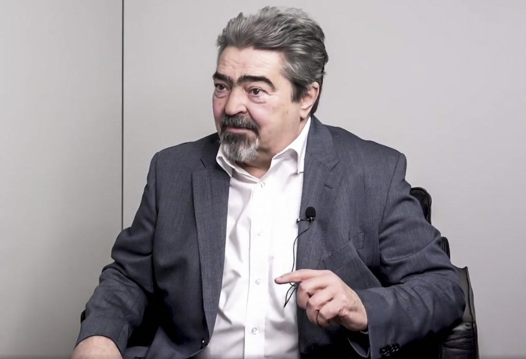 """""""A jelenlegi politikai elit nem tartozik a tudásbázis nyertesei közé"""" – interjú Tóth Zoltánnal"""